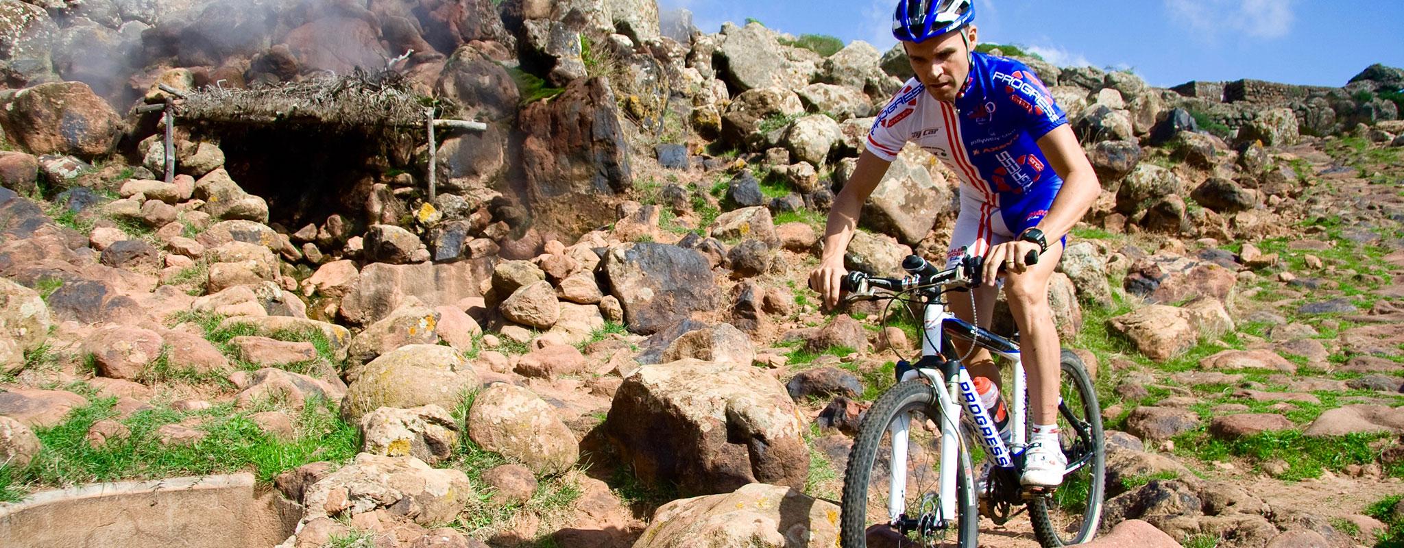 bike in montagna pantelleria
